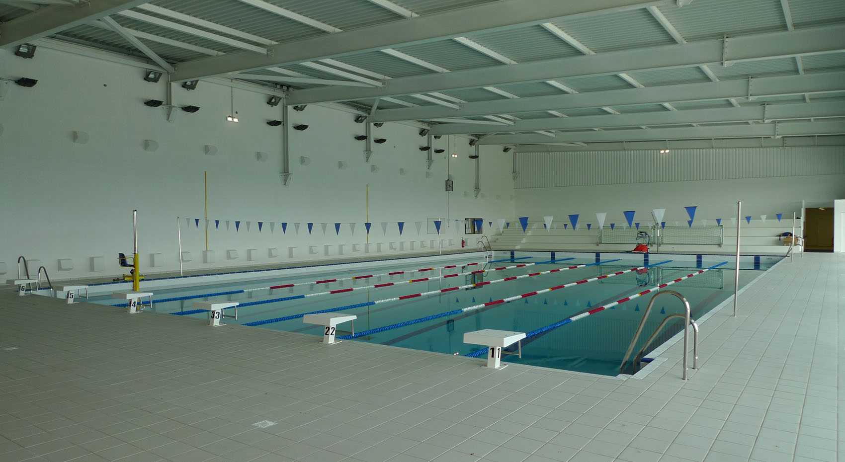 Piscine universitaire for Centre sportif terrebonne piscine